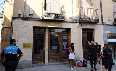 Los bomberos intervienen en un desprendimiento en el casco histórico de Segovia