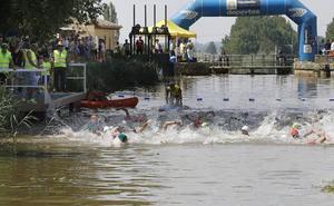 Los nadadores toman el Canal de Castilla en Frómista