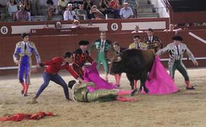 Ureña desoreja a dos toros de Domingo Hernández y Garcigrande en su triunfal reaparición en Arévalo