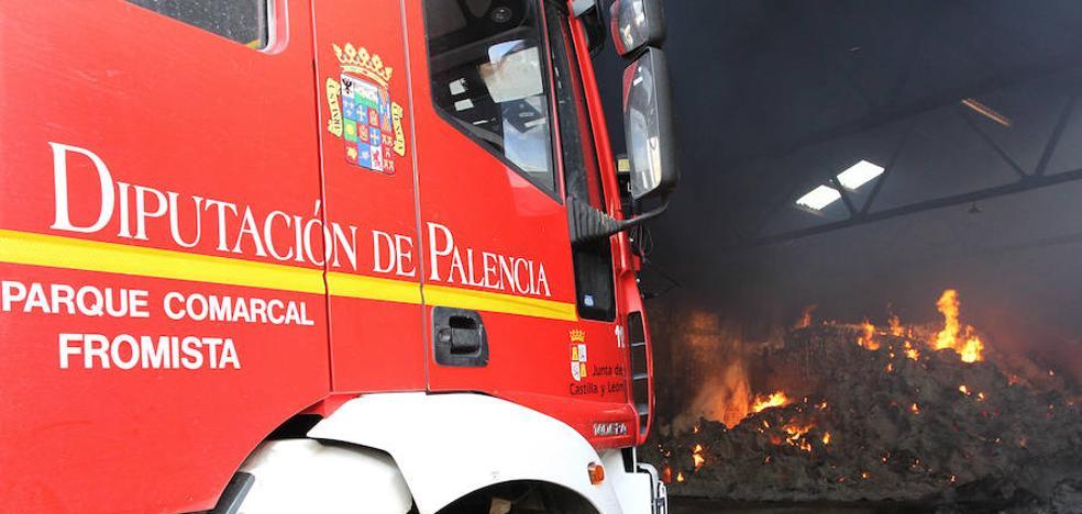 Un incendio calcina 150 toneladas de forraje en Villalumbroso