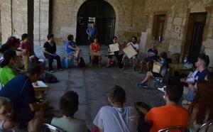 La variante catalana del pandero cuadrado llega a la Escuela de Folklore de Ciudad Rodrigo