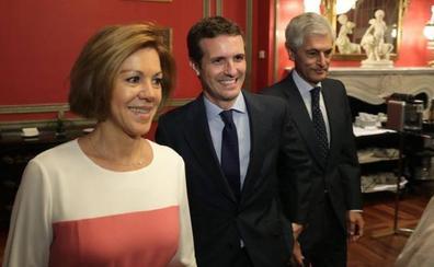 Casado subraya que Rajoy está teniendo una «posición impecable» en el proceso sucesión