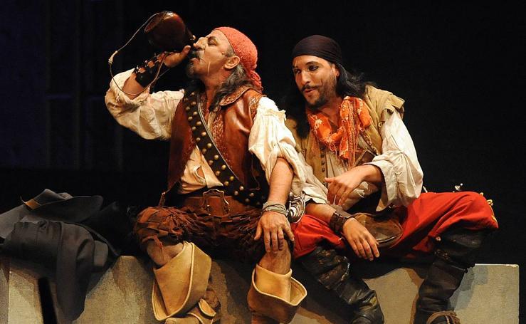 Representación de la obra 'De fuera vendrá quien de casa nos echará' en el Festival de Teatro Clásico de Olmedo