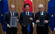 La UE y Japón firman un «histórico» acuerdo de libre comercio