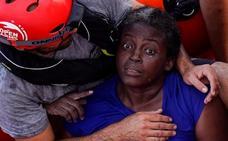 El Open Arms pide a España desembarcar a la superviviente y a la mujer y al niño fallecidos en el Mediterráneo