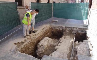 Las catas para las obras de la Plaza Mayor de Valladolid hallan restos de la Iglesia de Jesús