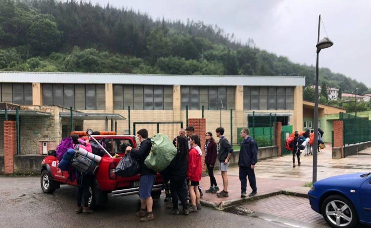 Niños evacuados del campamento en Cantabria