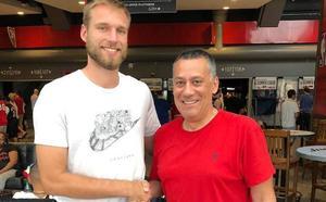 Calvin Hermanson: «Encajo perfectamente en el esquema de juego de Alejandro Martínez»