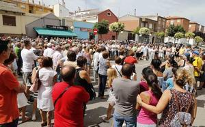 Peñafiel arropa a la familia de Cecilio Calderón un año después de su muerte