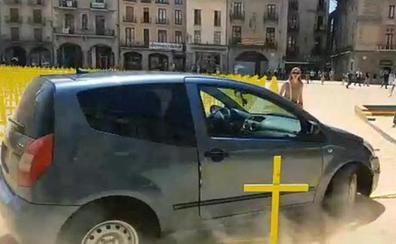 El abogado del conductor que arrolló las cruces en Vic niega que lo hiciera por motivos ideológicos