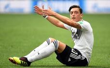 La renuncia de Özil aviva el debate racista en Alemania