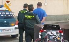 La Guardia Civil detiene a un varón por el robo en una gasolinera de Villamuriel