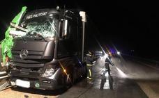 Colisión múltiple entre tres camiones en la A-62 a la altura de Alaejos, en Valladolid