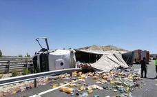 Vuelca un camión en la A-2 a la altura de Esteras de Medinaceli (Soria) y corta el carril izquierdo en sentido Zaragoza