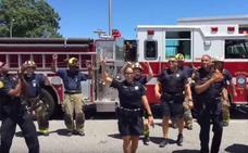 Un departamento de policía acepta un reto y causa furor al bailar «Uptown Funk»