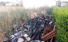El Ayuntamiento de Valladolid retira 4.500 kilos de residuos domésticos y 36 bicicletas abandonadas