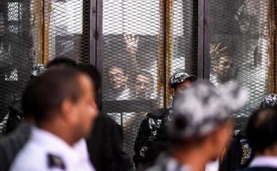 Un tribunal de Egipto condena a muerte a 75 participantes en las acampadas de 2013 en El Cairo