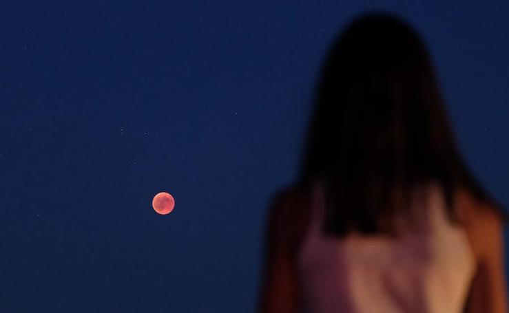 Así se vio el eclipse con la luna de sangre en Valladolid