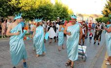 Dueñas se disfraza de carnaval en verano