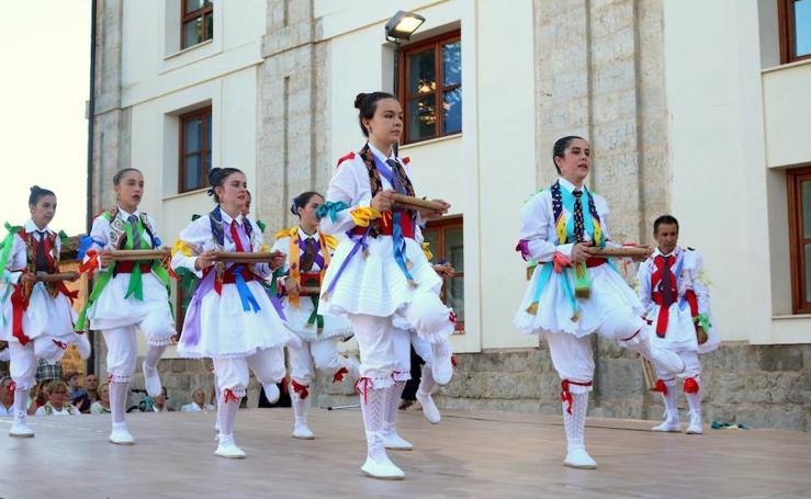 Danza y Paloteo en Ampudia