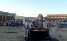 La merienda popular reúne en la plaza de Traspinedo a más de 900 comensales