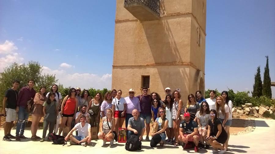 Los alumnos extranjeros de la Universidad Antonio Nebrija visitan la bodega Liberalia
