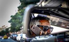 La DGT estudia no sancionar el uso del móvil con el vehículo parado