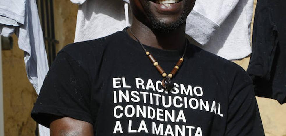 «Aunque pongan una valla que toque el cielo de Melilla, la gente va a seguir cruzando»