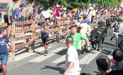 Miles de personas abarrotan Íscar para disfrutar de los toros y la juerga