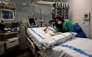 Médicos del Vall d'Hebron trasplantan un solo hígado a dos niñas