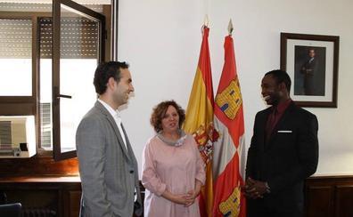 La subdelegada del Gobierno recibe a la Asociación de Senegaleses de la provincia de Salamanca