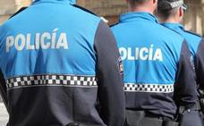 Expediente disciplinario a un policía local de León por no multar a coches bien aparcados