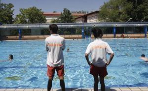 La Policía Local asume la vigilancia de las piscinas para evitar nuevos altercados