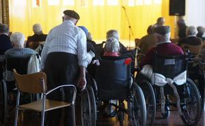 Más de 900 firmas exigen ampliar a todos los pueblos el transporte a centros de día