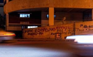 Un maestro pinta 172 veces su número de teléfono en las calles de Salamanca