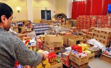 El reparto de alimentos llega a 431 familias, 85 menos que en 2017