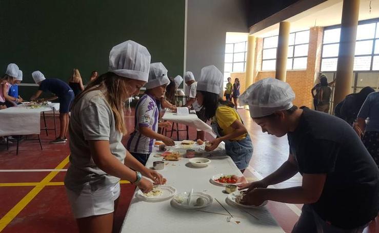 Concurso culinario infantil en Peñaflor de Hornija, dentro de las celebraciones de su Semana Cultural