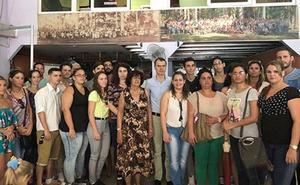 La Junta amplia el número de becas en el exterior para cursar posgrados en universidades de la comunidad
