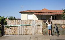 Vecinos de Los Almendros denuncian la inseguridad en la urbanización tras los continuos intentos de ocupación de un chalé