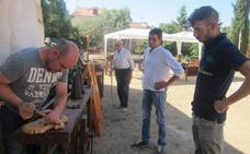 Una feria en Villafrechós reivindica la riqueza de las antigüedades y los oficios