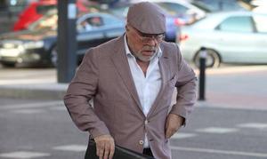 El juez mantiene en prisión a Villarejo e impone un millón de fianza a su socio