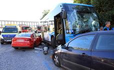 Accidente de un autobús urbano en Vía Roma