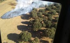 Activo un incendio en Morasverdes con el despliegue de un helicóptero