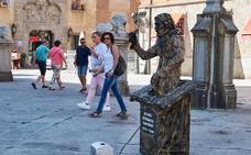 Las estatuas vivientes toman el centro de Ávila