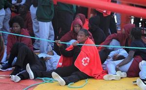Ascienden a 524 los inmigrantes rescatados hoy en aguas andaluzas