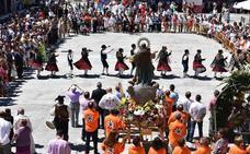 Emotiva procesión por las calles de la villa y concurrida ofrenda floral a la Asunción