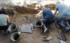 Aparecen los primeros restos humanos en la exhumación de cuatro víctimas de la Guerra Civil en Boadilla