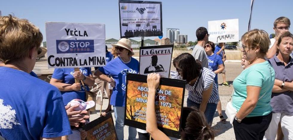 La plataforma 'Stop Uranio' pide al Gobierno que paralice «definitivamente» el proyecto de la mina de uranio en Retortillo