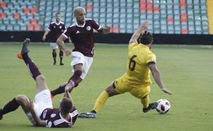 El CF Salmantino se gusta y golea en su presentación al Villanovense