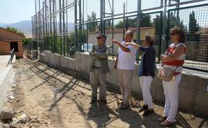 La Junta invierte 62.000 euros en la mejora del patio del colegio de Torrecaballeros